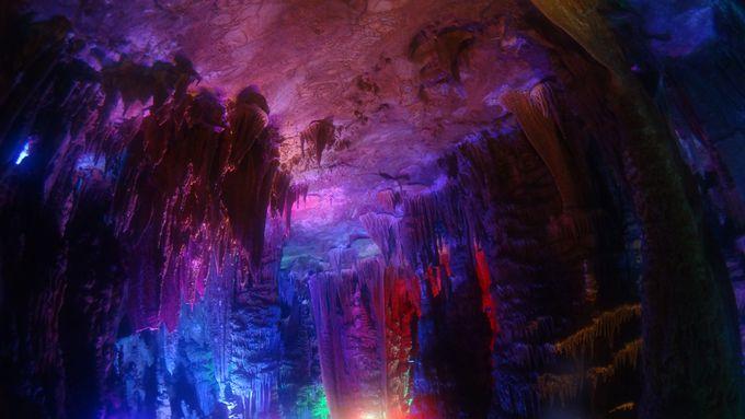 金水岩の洞窟の中で温泉と泥遊び!