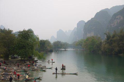 山水画の世界「漓江」の川下りを楽しむ