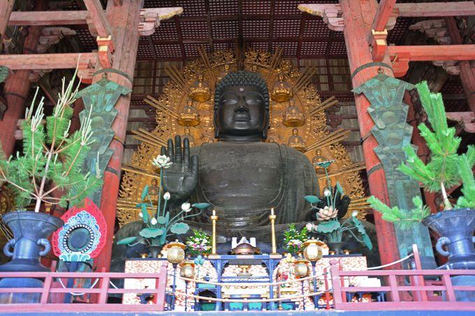 大仏殿に入るとすぐ目の前に鎮座されている大仏様