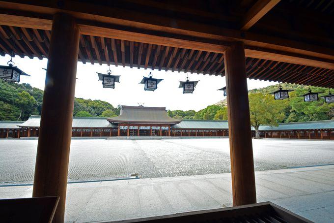 元は京都御所の賢所だった内拝殿