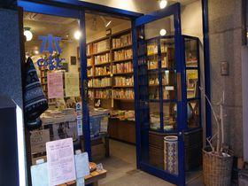 日本で唯一の旅行専門の本屋・西荻窪「旅の本屋のまど」で旅行熱を上げよう!