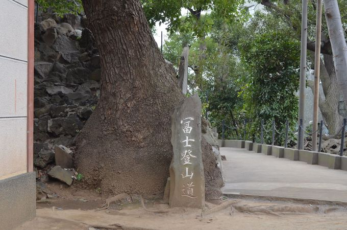 富士塚で交通安全祈願も