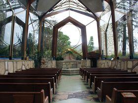 美しい景観にうっとり!「ウェイフェアーズ チャペル」はロサンゼルスで人気のガラスの教会