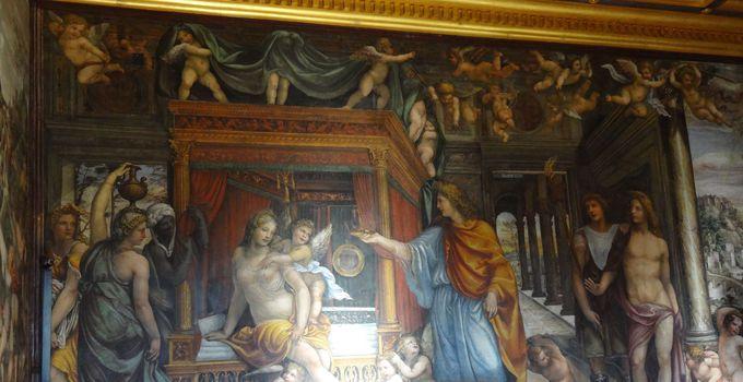 豪華すぎる寝室?!「アレキサンダー大王とロクサーヌの結婚の間」