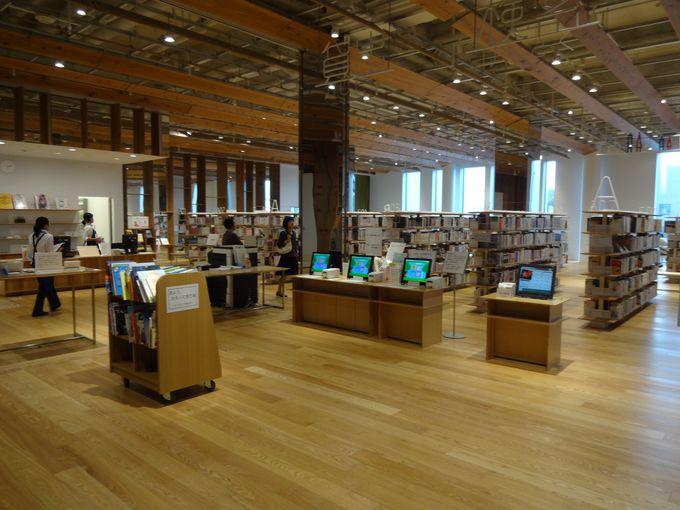 美術鑑賞しながら読書や情報収集!館内の図書フロア&情報コーナー
