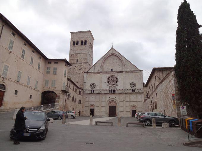 アッシジの守護聖人を祀る、サン・ルフィーノ大聖堂