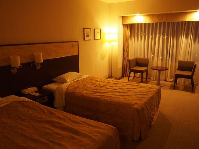 ゆとりある空間と広々したベッドが自慢の客室