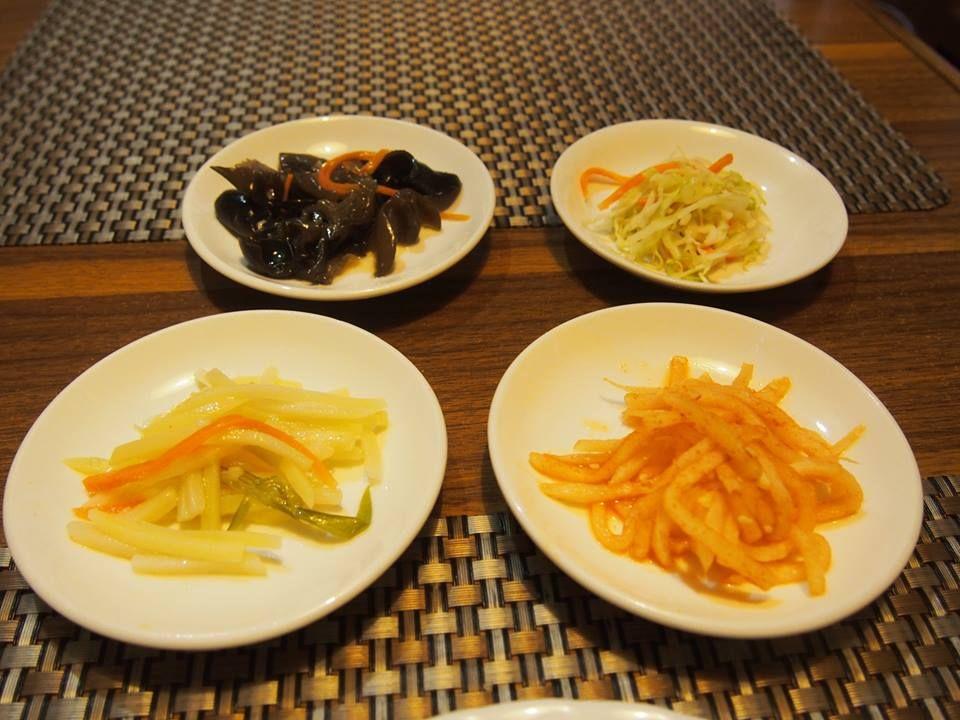 「ピョンヤン」で北朝鮮の名物料理、平壌冷麺を食す