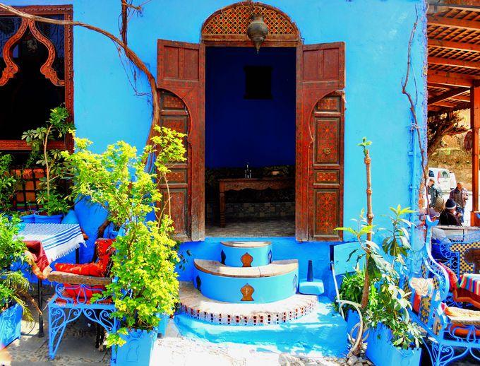 青の世界に息づく色彩
