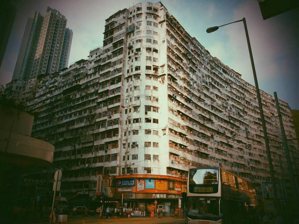 ガイドブックに載らないディープな香港!「九龍城」が蘇る怪しい雑居ビルの世界
