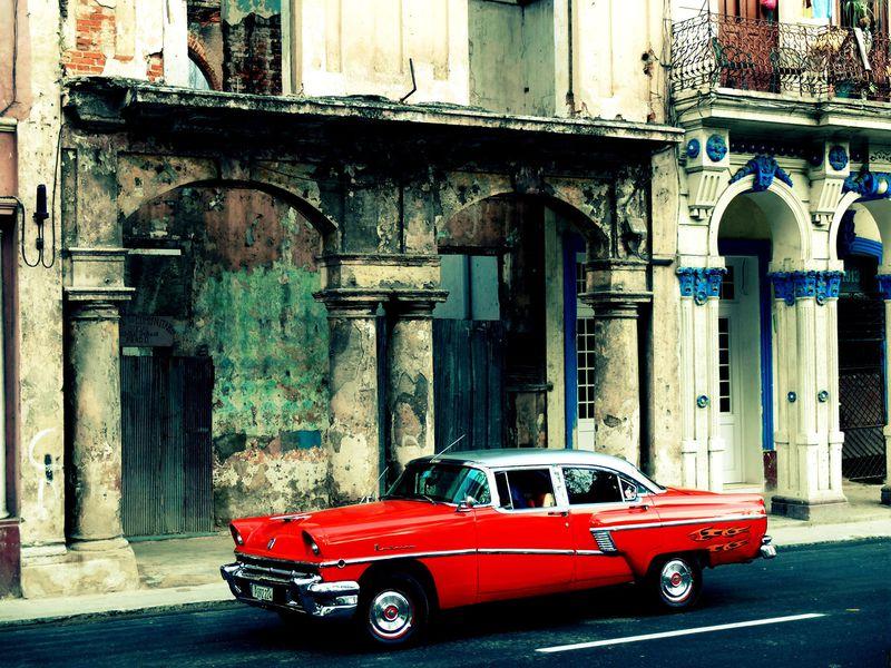 男前すぎる街キューバ・ハバナ!渋カッコいいアメ車の写真が簡単に撮れるイチオシスポット