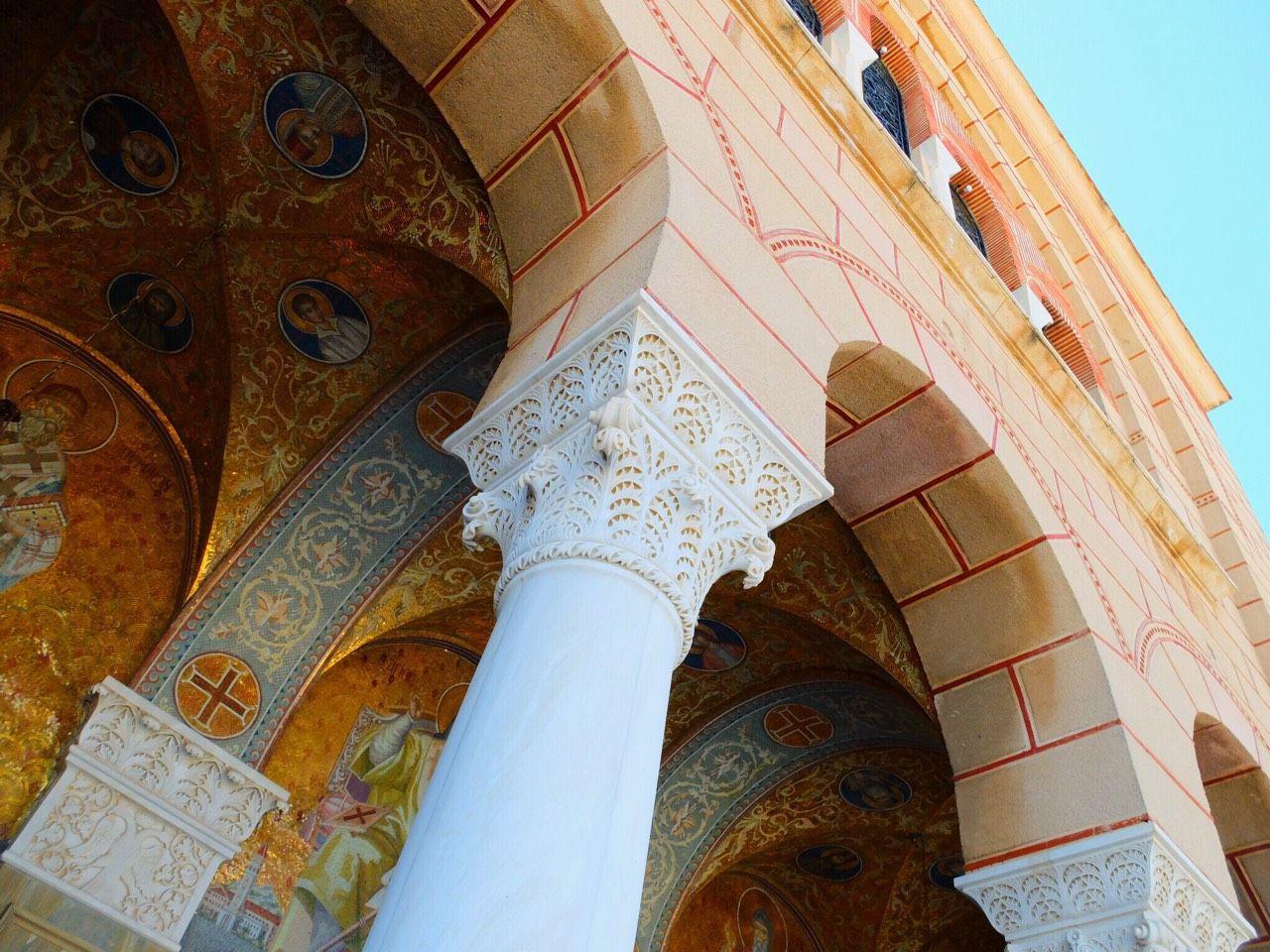 モザイクの色使いが美しすぎる!ギリシャ正教の教会