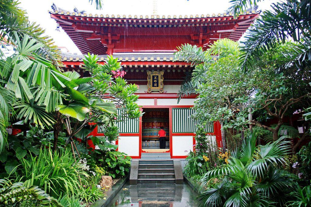 仏教美術に触れる博物館や別世界のような空中庭園も