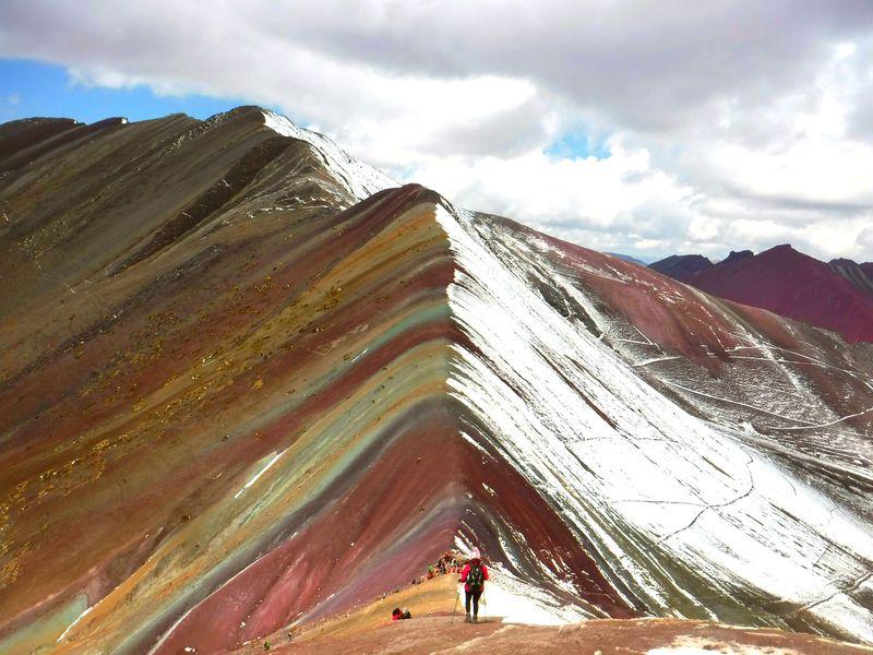 標高5100mの秘境!ペルーの新名所「レインボーマウンテン」が絶景すぎる!