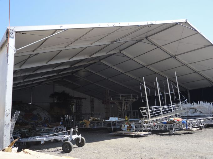 カーニバルの巨大な山車の倉庫が!シダーヂ・ド・サンバを見学しよう!