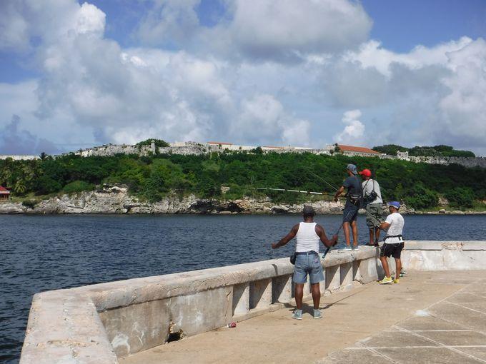 これぞキューバの醍醐味!海岸線をドライブしよう!