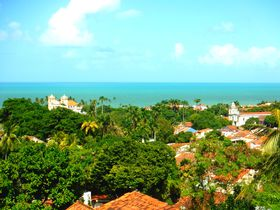 街の名は「おー美しい!」オリンダはカラフルな街並みとカーニバルの街!