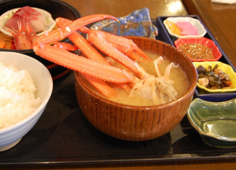 カニにノドグロ、ハタハタも!新潟「道の駅マリンドーム能生」は海産物の宝庫