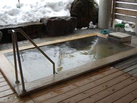 雪の積もりがハンパない!新潟・焼山温泉「清風館」のスコップ付き露天|新潟県|トラベルjp<たびねす>