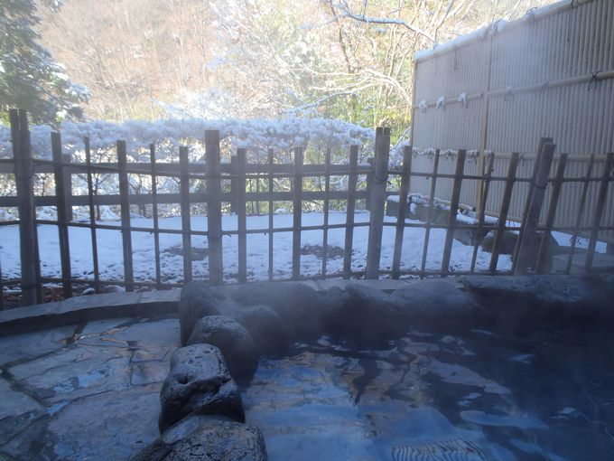 露天風呂は寒気のなか