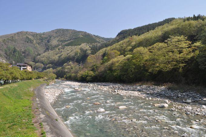 阿智川が流れる昼神の町