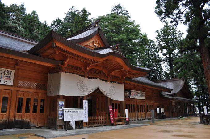 穂高神社は荘厳に