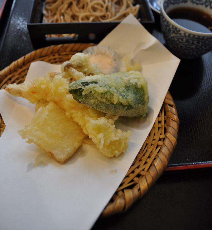 天ぷらにおやきに目移り必至