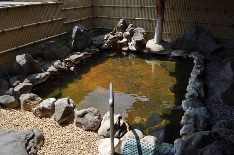 アメンボ泳ぐ自然の露天!長野・八ヶ岳海尻温泉「灯明の湯」が魅力的!
