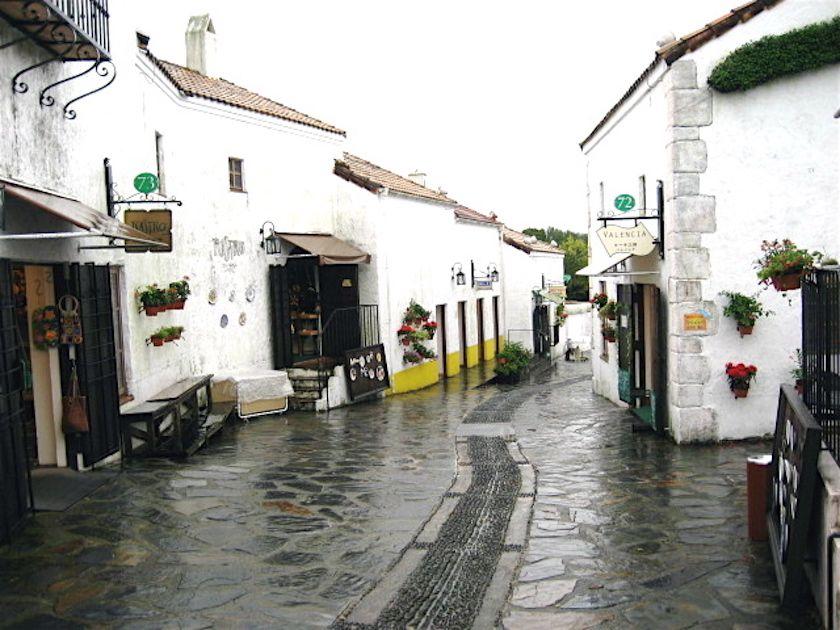 様々なアトラクションやスペインの街の雰囲気が楽しめる「志摩スペイン村」。