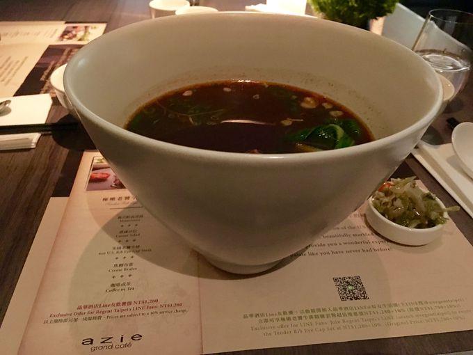 台北牛肉麺コンテストで1位に輝いた「リージェント牛肉麺」