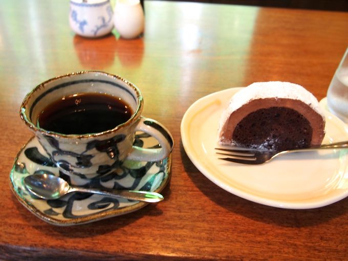 自分でコーヒーミルを挽くことができカウンター席がオススメ