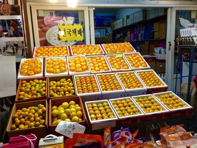 特産品の「ハルラボン」は必食!『西帰浦毎日オルレ市場』