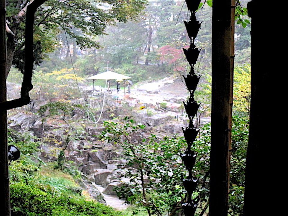 お茶屋さんのある対岸からの景色もまた絶景!