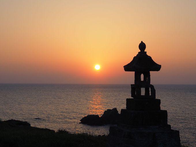 七浦海岸「春日崎」で、歴史と人々の想いに浸りながら観る夕陽