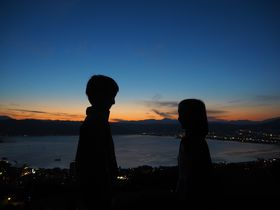 映画『君の名は。』の聖地!諏訪湖を見渡す 長野・立石公園