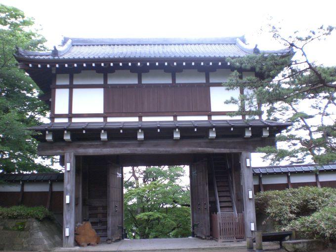 久保田城の防御の要、再建「表門」と現存「御物頭御番所」