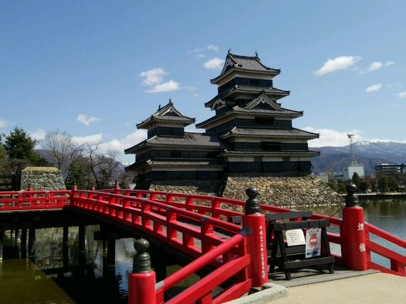 変わった視点から楽しみたい!国宝「松本城」の優雅な佇まい