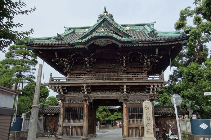 映画やTVでお馴染み、「経栄山題経寺二天門」は帝釈様の入口