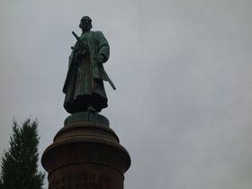 天皇家万世一系を守った忠臣とその銅像は、今も皇居を守る!|東京都|トラベルjp<たびねす>