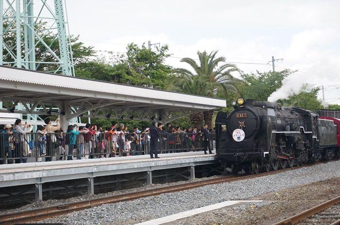 蒸気機関車がひっぱるSLスチーム号にも乗れる