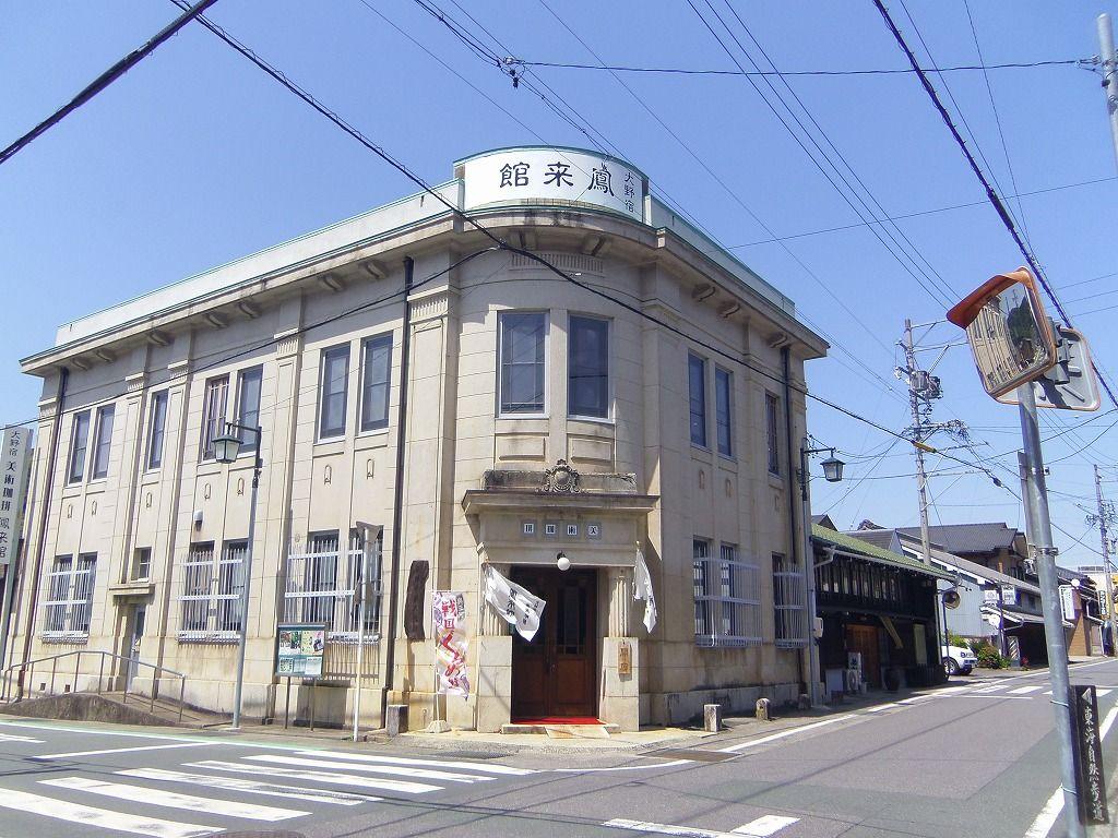 元地方銀行本店をカフェにリノベーション!