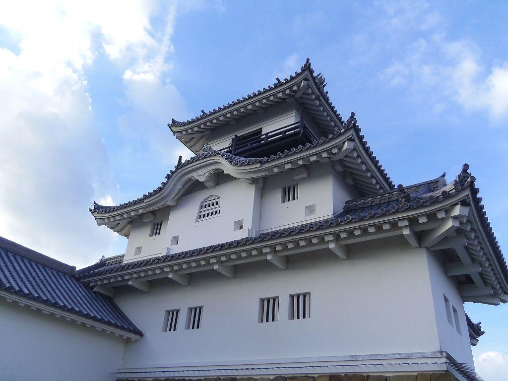 丘の上に建つ掛川市のシンボル的存在・掛川城