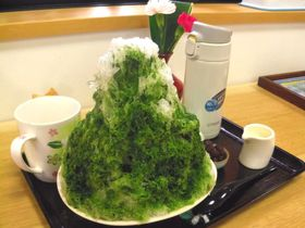 1つで3度美味しい、絶品抹茶かき氷!静岡森町「おさだ苑本店」