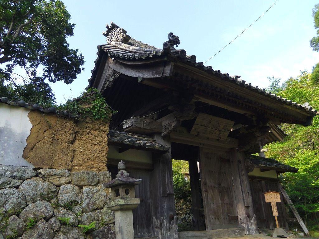 平安初期に創建された由緒ある古刹・長楽寺