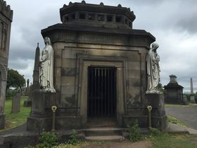 遺跡?アート?街を見下ろす共同墓地「グラスゴー・ネクロポリス」