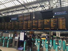 ヴァージン・トレインで景色を楽しむ!ロンドン—スコットランド鉄道の旅