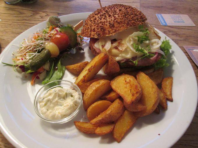 パンがふわふわでサックサク!「Hamburger Oude Delft」