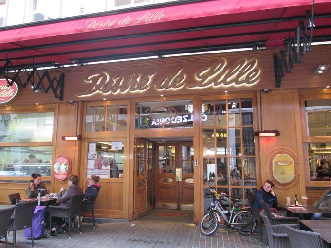 ノートルダム大聖堂からすぐ!賑やかな通りにあるカフェ・レストラン