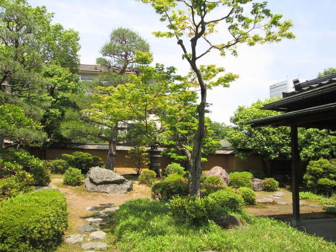 静かな時が流れる庭園