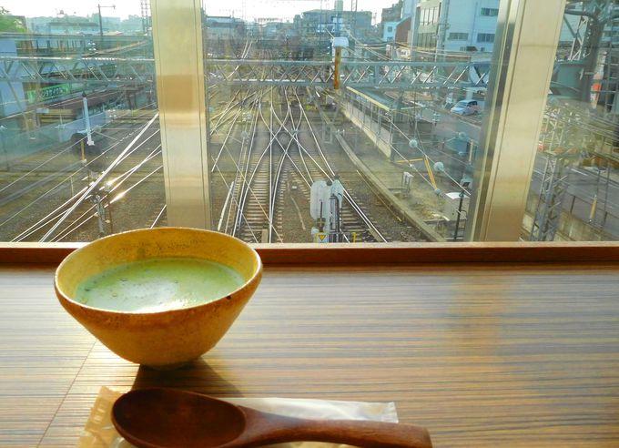 ビギナーからコアまですべての鉄道好きにおすすめ、駅ナカの特等席